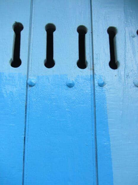 Une porte bleu